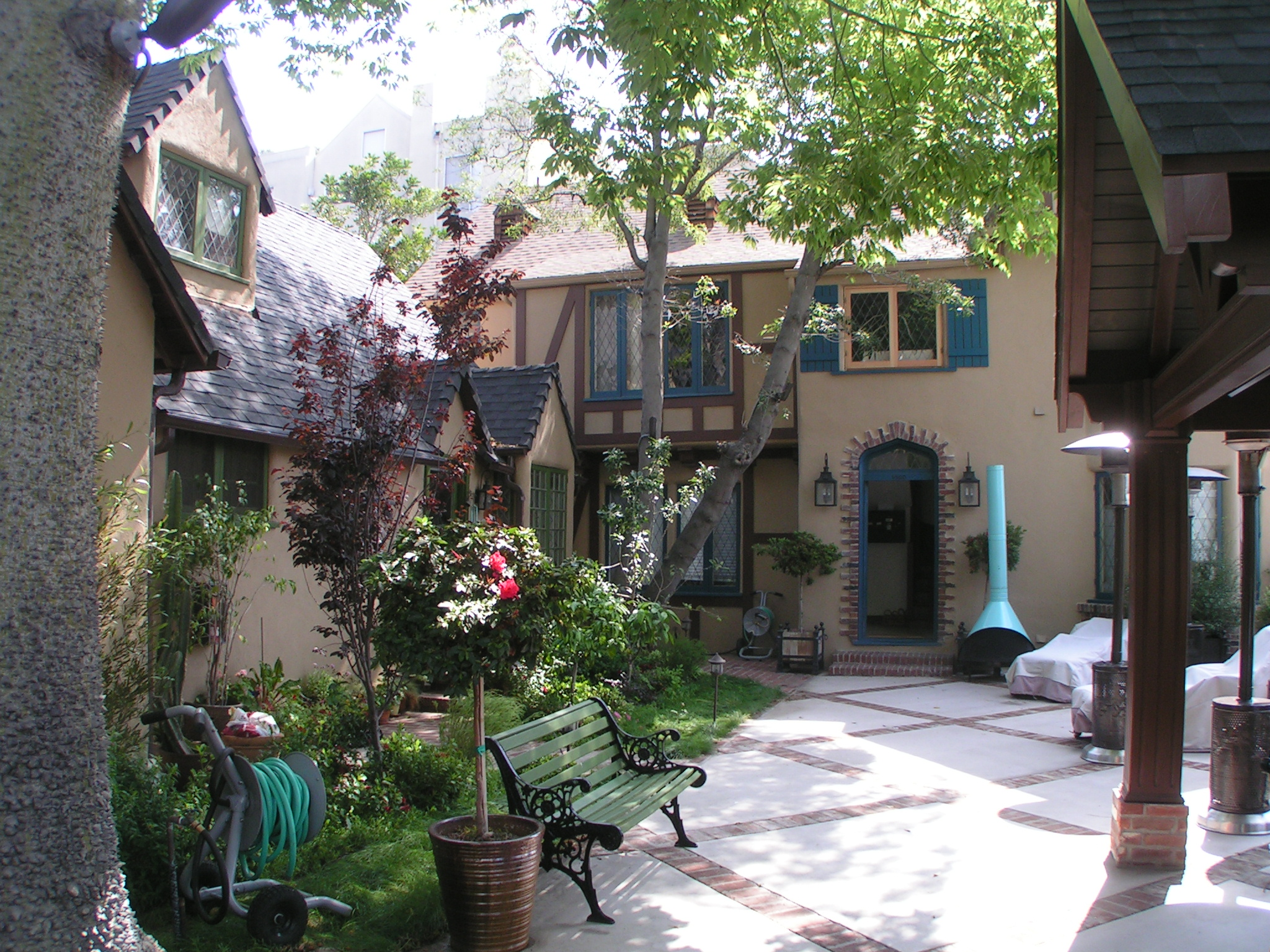 Larrabee Cottages - West Hollywood, CA