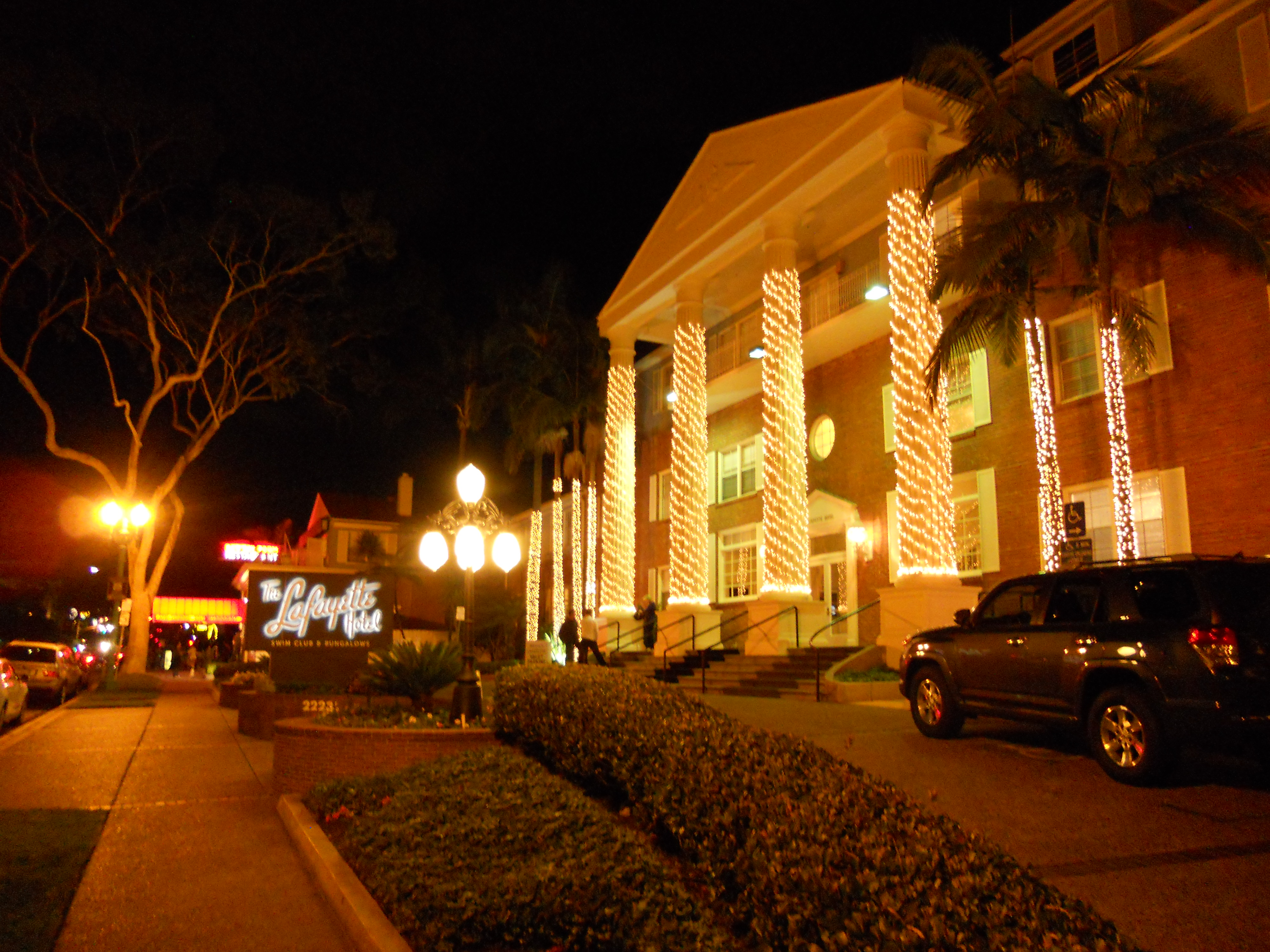 Entrance of the Lafayette Hotel San Diego at night